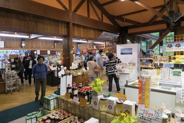 道の駅錦秋湖土産物売り場