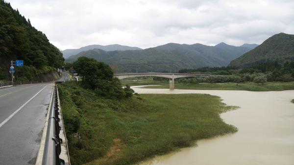 国道と和賀川Img_3073