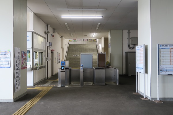 北小松駅改札